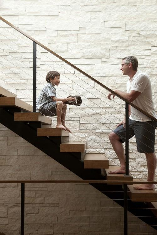 http://st.houzz.com/simgs/00f1381c0e3aabc5_8-1564/contemporary-staircase.jpg