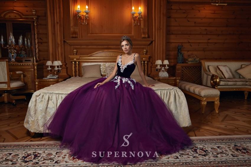Пышное вечернее платье с аппликациами