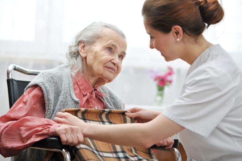Пожилые больные, сиделка, сиделка для пожилого, лежачий больной, уход за больными, уход за лежачими больными