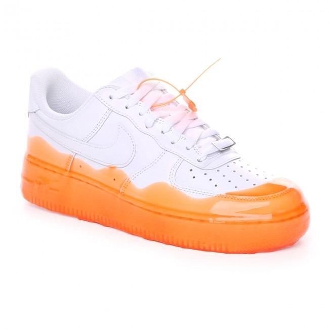 effetto slime su scarpe sneakers