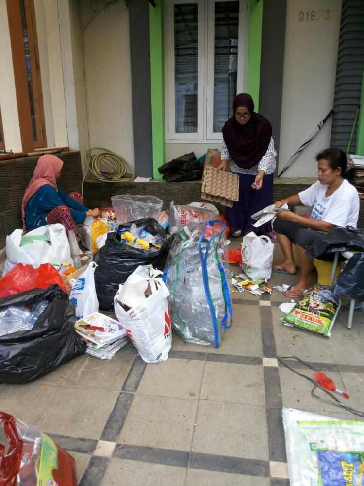 Relawan Bank Sampah: Ibu Peduli Kelola Sampah