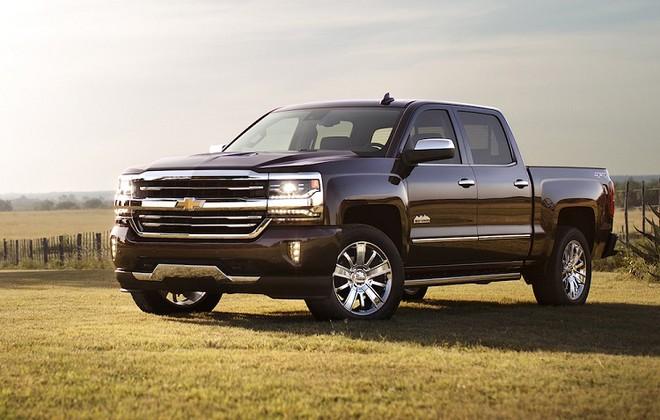Xe bán tải hay còn được gọi là Pickup Truck là dòng xe lai phía trước có một cabin trở người, phía sau là một thùng hàng dùng để chở hàng