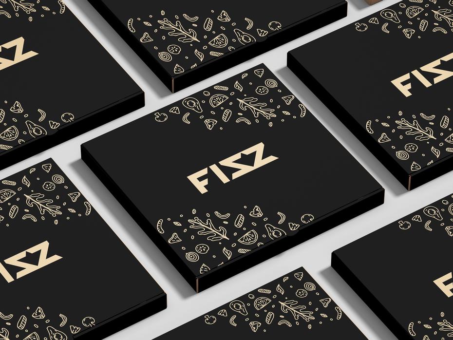 xu hướng thiết kế bao bì hoa văn nhỏ: hộp bánh pizza đen với văn bản và hoa văn vàng