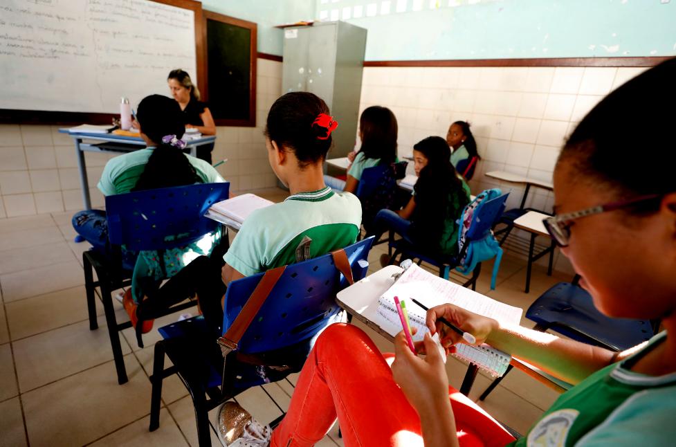 Para Santos, o livro didático continuará cumprindo um papel importante no ensino de História. (Fonte: Joa Souza/Shutterstock)