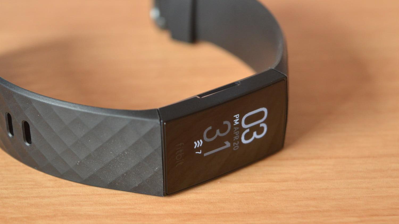 FITBIT CHARGE 4 Ấn tượng với định vị GPS độc lập