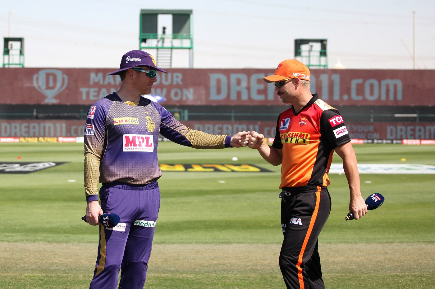 Eoin Morgan and David Warner during the toss in IPL 2020