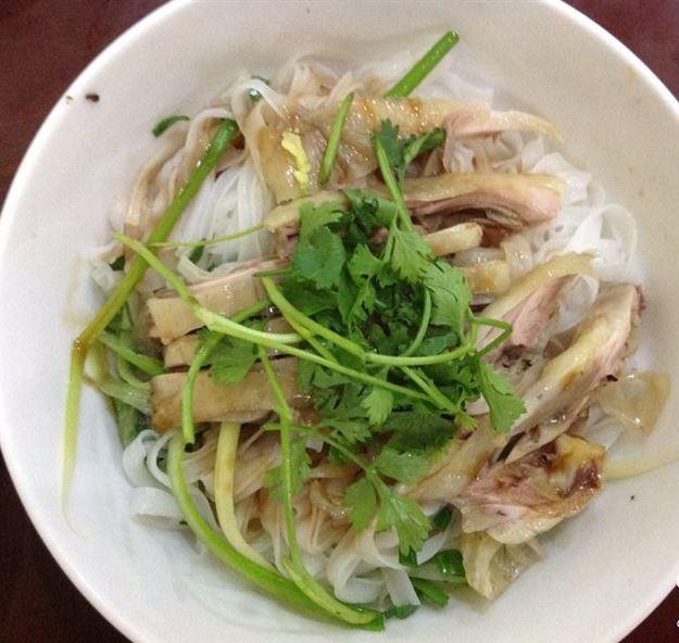 http://phununews.vn/upload_images/images/2014/11/19/la-mieng-voi-mon-pho-ga-tron1.JPG