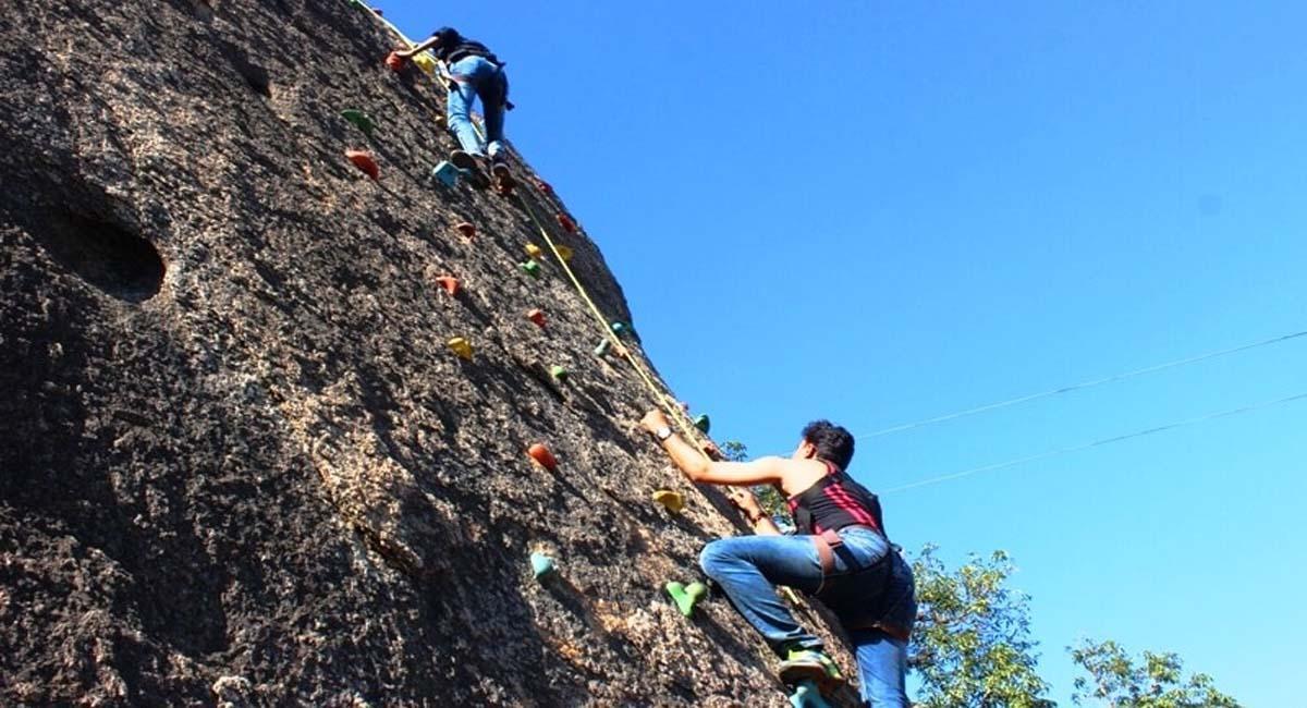 Rock clibing Mount abu.jpg