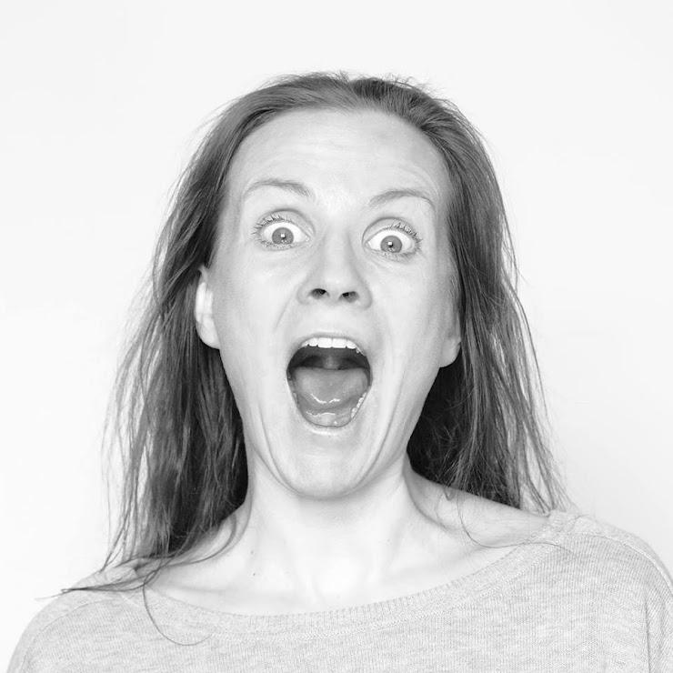 """Kierownik artystyczny zespołu Teatru ROZBARK. Tancerka, choreograf, reżyser, nauczyciel tańca współczesnego, Fundator i Prezes Zarządu Fundacji Rozwoju Tańca eferte, założycielka """"mufmi"""" w Warszawie (od 1995 r.). Od 1996 r. stworzyła ponad 100 autorskich choreografii i przedstawień. Pomysłodawczyni i koordynatorka wielu ogólnopolskich i międzynarodowych programów edukacyjno-kulturalnych: PolemiQi, Atak przestrzeni, Kierunek,(Europa_Warszawa).taniec, SoloDuo_Polska, laboratorium choreografii, British 4 Polish Dance i in. Laureatka """"SoloDuo Dance Festival"""" (Budapeszt 2005/2006), wielokrotnie juror SoloDuo. Stypendystka British Council Awards 2004 Young Polish Arts Entrepreneur. Producent przedstawień teatru tańca. Juror Doliny Kreatywnej programu TVP2 w dziedzinach taniec i animacja kultury. Juror Międzynarodowego Konkursu Choreograficznego Uczniów Szkół Baletowych.Anna Piotrowska uczestniczyła jako gość w festiwalu Gramigna Festival (Palermo 2007), International Poesifestival (Sztokholm 2007), Nu Dance Fest (Bratysława 2007/2008), Fabriaktionen (Berlin 2008), Working Title Festival (Bruksela 2008), jak również wielokrotnie jako gość Międzynarodowej Konferencji Tańca Współczesnego (Bytom), Międzynarodowego Festiwalu Współczesnych Form Tańca (Kalisz, główna nagroda 2007), Międzynarodowych Spotkań Teatrów Tańca (Lublin), wielokrotny gość festiwalu SoloDuo Dance Festival (Budapeszt 2005-2016). Reżyser ruchu w teatrach dramatycznych m.in. w Szczecinie, Zielonej Górze, Poznaniu, Krakowie, Warszawie, Białymstoku i Legnicy. Współpraca z reżyserami: Paweł Kamza, Michał Siegoczyński, Artur Tyszkiewicz. W 2013 r. zrealizowała spektakl dyplomowy dla studentów Państwowej Wyższej Szkoły Teatralnej w Krakowie na Wydziale Teatru Tańca pt.: TRANSDYPTYK. Stworzyła spektakle m.in. dla Polskiego Teatru Tańca w Poznaniu (""""farfalla"""", """"6x9""""),  Wrocławskiego Teatru Pantomimy im. Henryka Tomaszewskiego pt.: """"Historia Brzydoty"""" i """"i don't wanna be a hrose"""" w ramach międzynarodowego projektu """""""