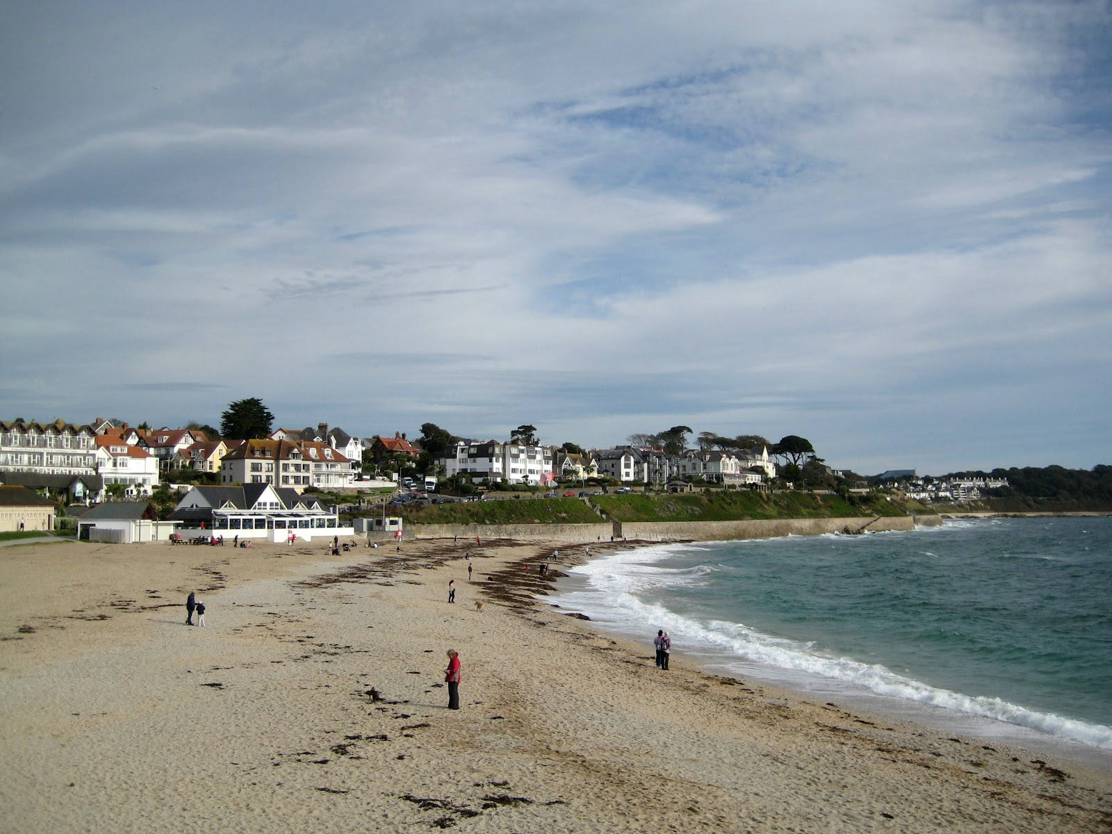 http://upload.wikimedia.org/wikipedia/commons/e/e1/Gyllyngvase_Beach,_Falmouth.jpg