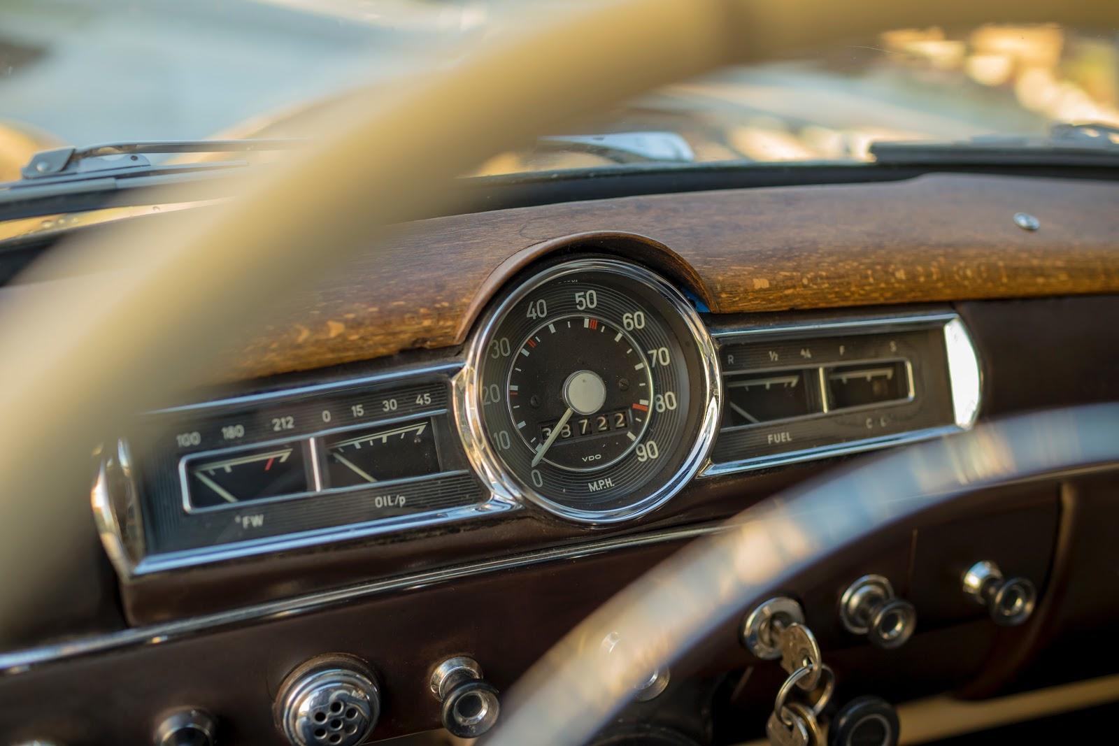 An old-fashioned dashboard in a car.