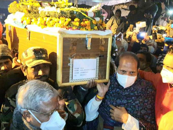 Martyred Jawan, Anil Singh Tomar Last Rites Performed In Uttar Pradesh  Meerut | Martyr Anil Tomar, 8-year-old son, offered fire Father is proud of  son's martyrdom, but eyes were being spilled repeatedly -
