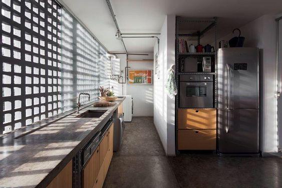Decoração com cobogó atrás da pia da cozinha