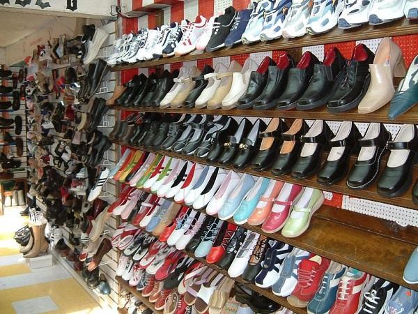 Nhập giày dép tại các chợ đầu mối