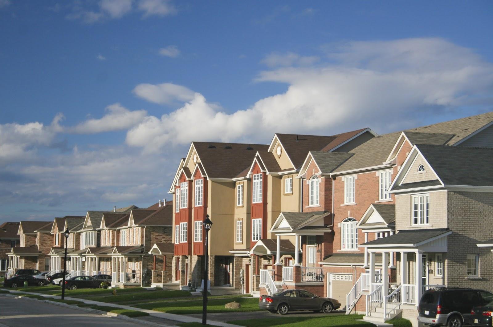 town homes in neighborhood