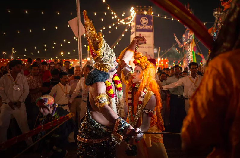 A couple is joining Dussehra Indian festival