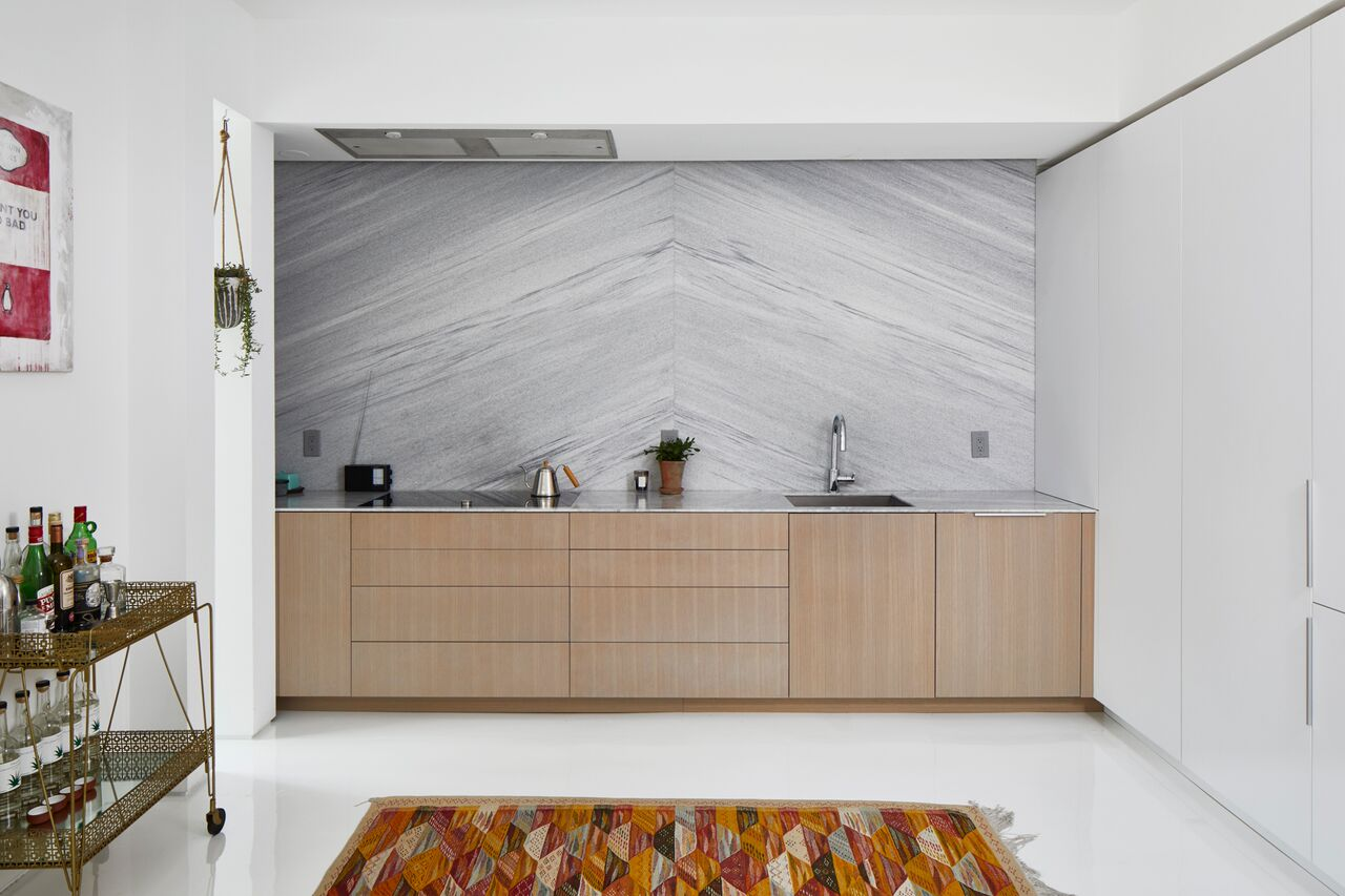 White-cherokee-american-marble-full-wall-backsplash-integrated-venthood
