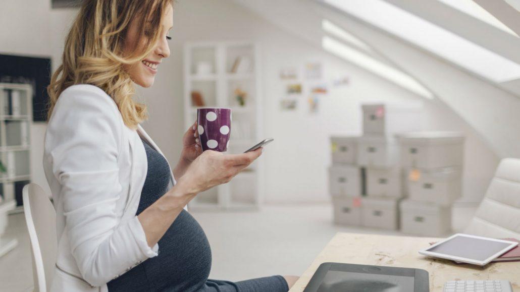 Maman Entrepreneure Indépendante Maman Moderne Entrepreneuse à Succès et Déterminée Mikaela Marin