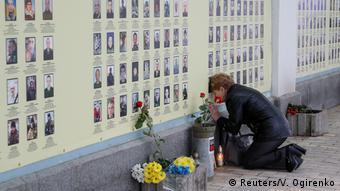Стіна пам'яті в Києві з фото військових, що загинули на Донбасі
