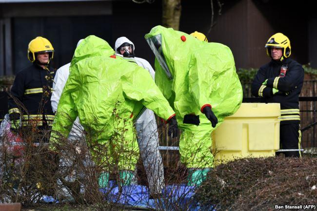 Британские полицейские и эксперты в Солсбери, на месте, где были найдены без сознания Сергей и Юлия Скрипаль