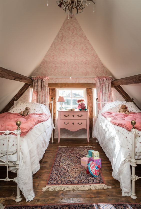 Attic Princess Bedroom Ideas With Full of Light and Air