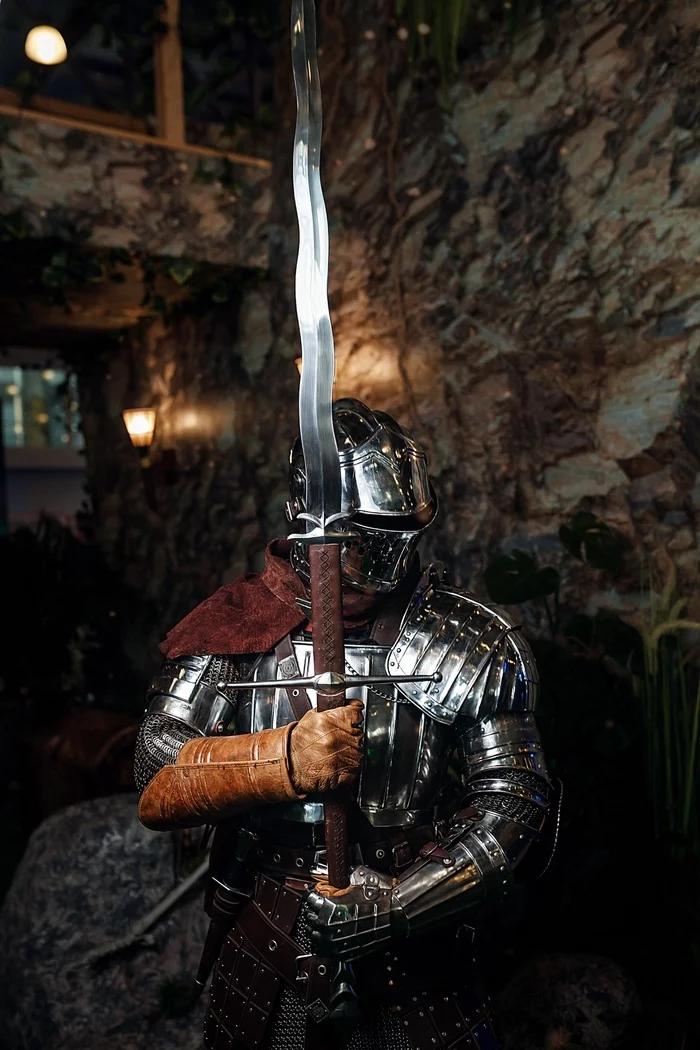 мСверкающие доспехи и смелые воительницы — рыцарский пятничный косплей