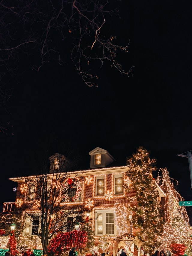 7 Outdoor Holiday Lighting Tips