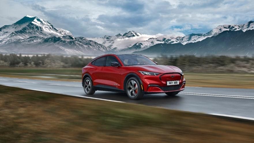 Mustang Mach-E mescla esportividade com motores elétricos e porte de SUV (Fonte: Ford/Divulgação)