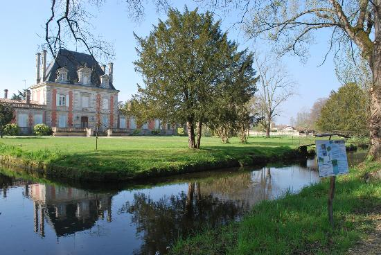 http://media-cdn.tripadvisor.com/media/photo-s/05/a4/41/2e/chateau-saint-ahon.jpg