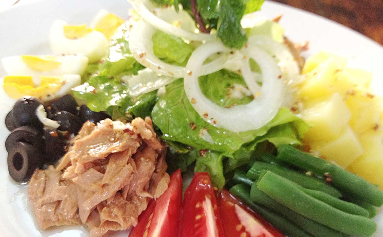 cách làm salad trộn cá ngừ đơn giản 11