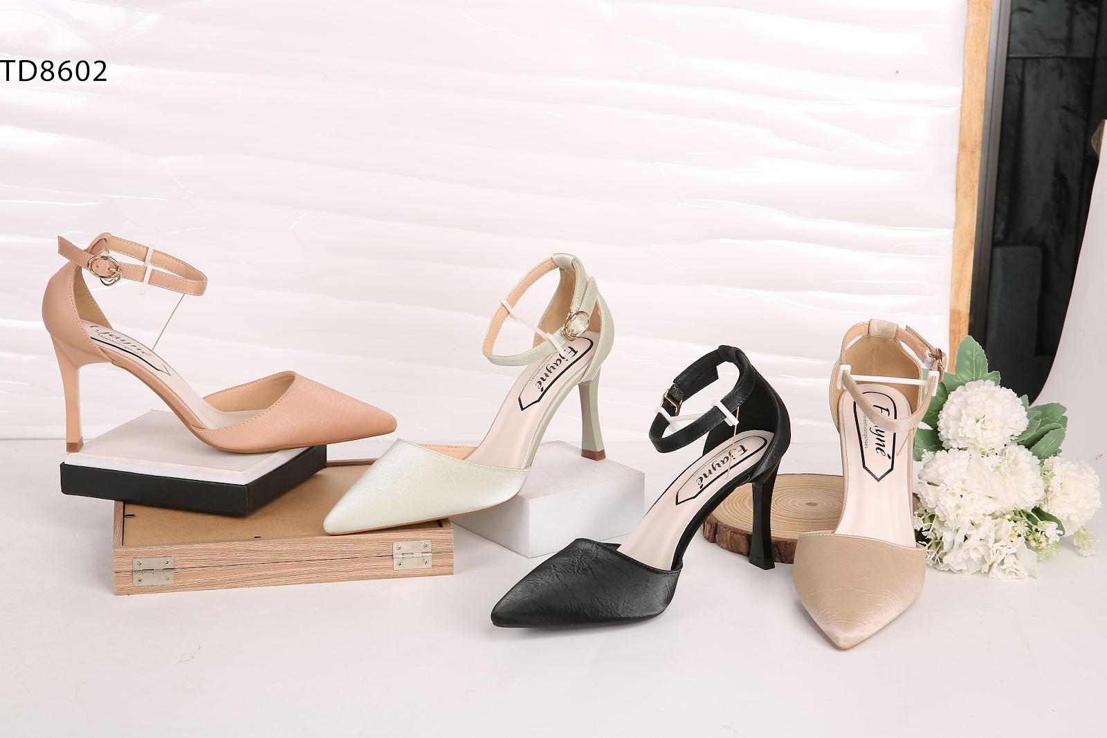 Nhiều mẫu giày sang trọng dành cho các chị em