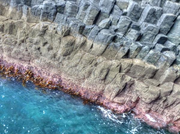 Rock formation on island_0378_w600.jpg