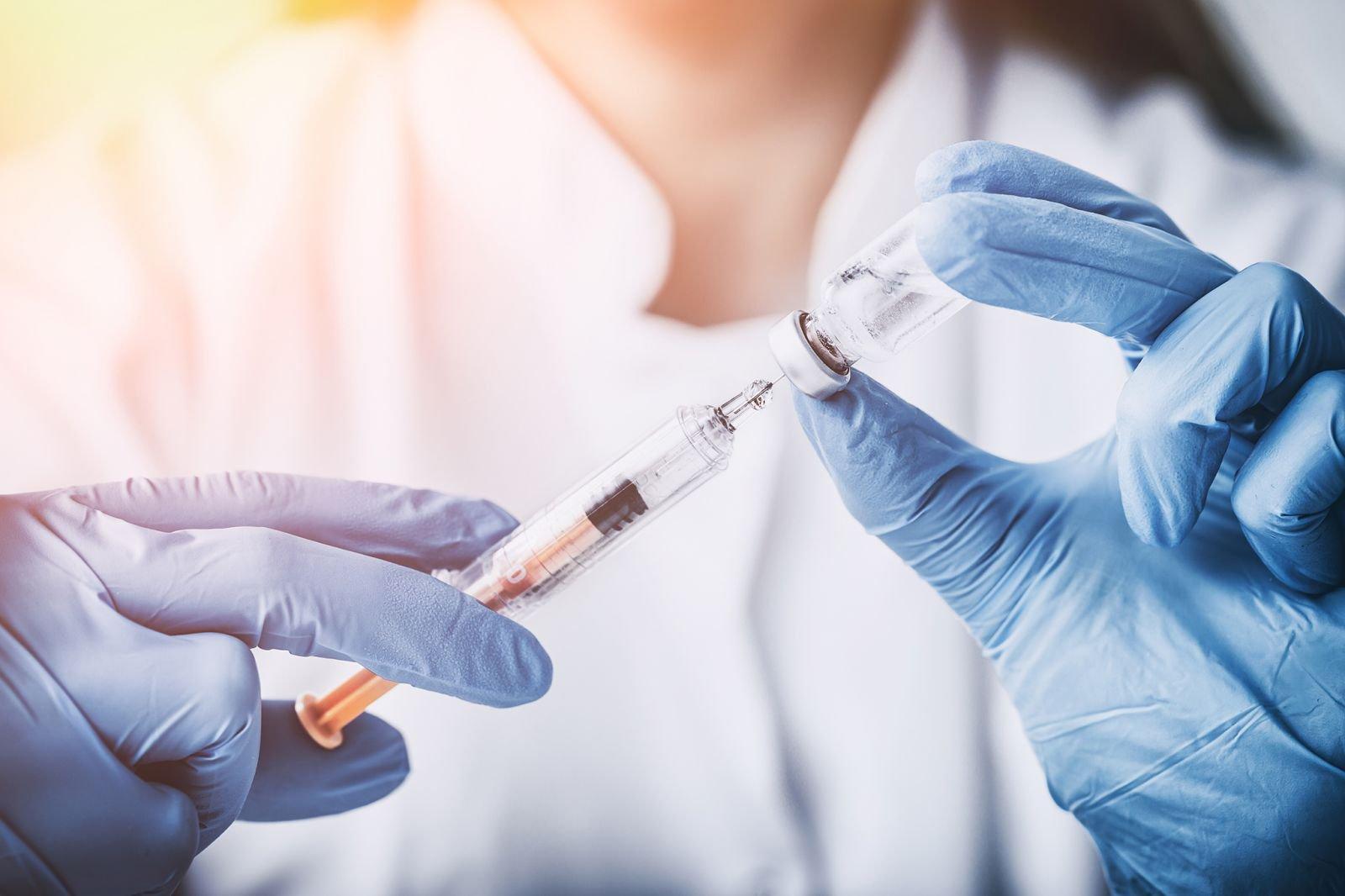 """30% tác dụng phụ sau khi tiêm vaccine COVID-19 là do """"lo lắng thái quá"""" - ảnh 2"""