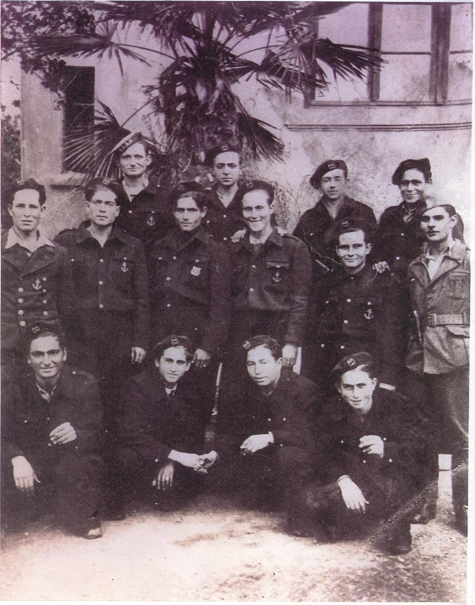 Lexar:ΕΛΑΝ ΜΙΚΡΕΣ ΦΩΤ:Ιερισσιώτες Ελανίτες στα Ν. Μουδανιά:ΕΛΑΝ 1945 Ιερισσιώτες.jpg