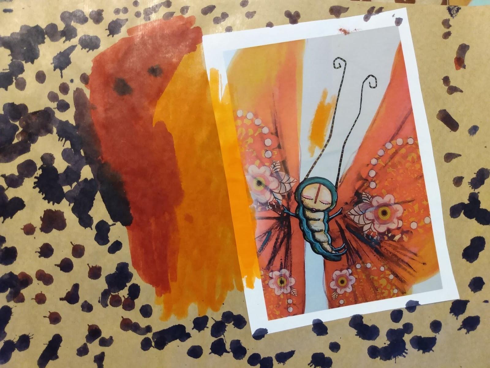A imagem mostra uma ilustração contendo uma lagarta azul em fundo branco e laranja colada em uma folha com desenhos em laranja, vermelho e preto.