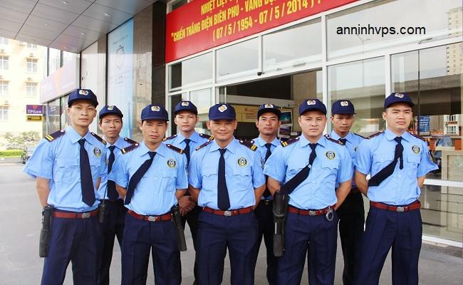 Đội ngũ bảo vệ Thắng Lợi với tác phong chuyên nghiệp