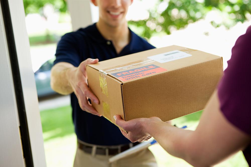 Menawarkan asuransi pada pelanggan merupakan salah satu tips pengiriman barang yang bisa kamu lakukan