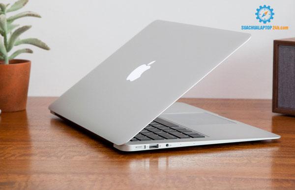 so-sanh-laptop-apple-macbook-voi-laptop-samsung-2
