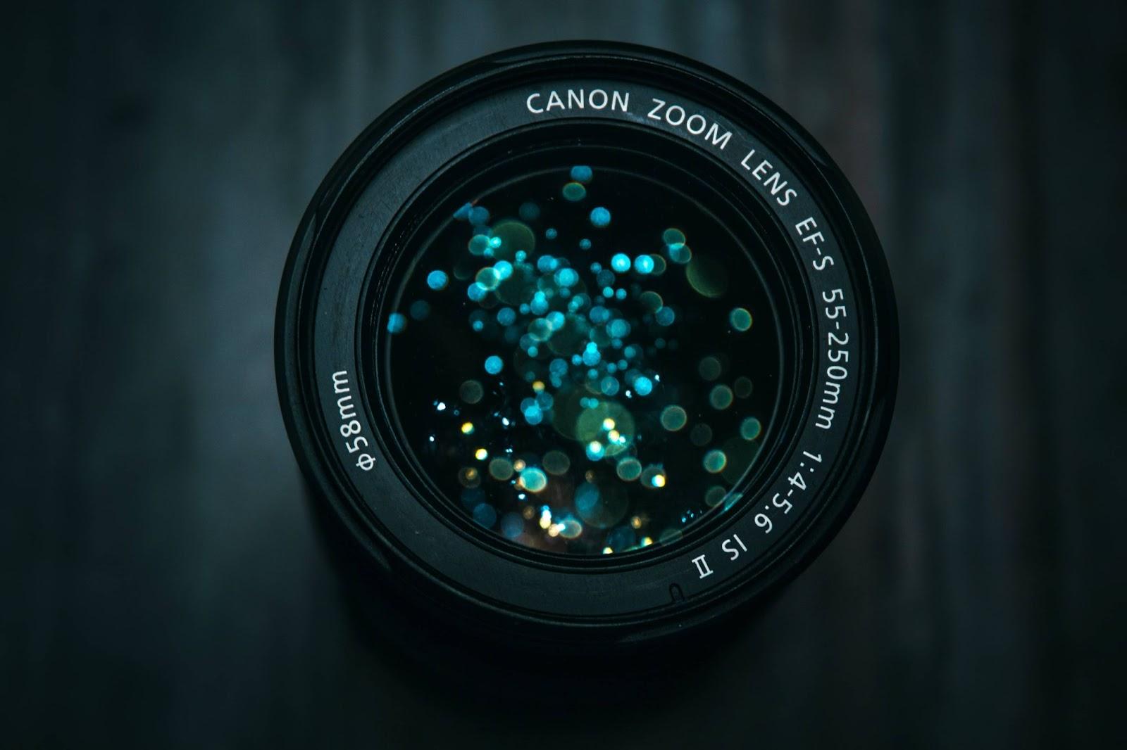 primo-piano-fotocamera-canon