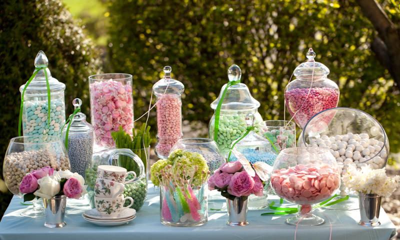 DIY Wedding Candy Bar That Anyone Can Make - WeddingDash.com