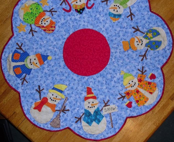 Craftsy Member Pattern: Snowman-Designed Table Topper