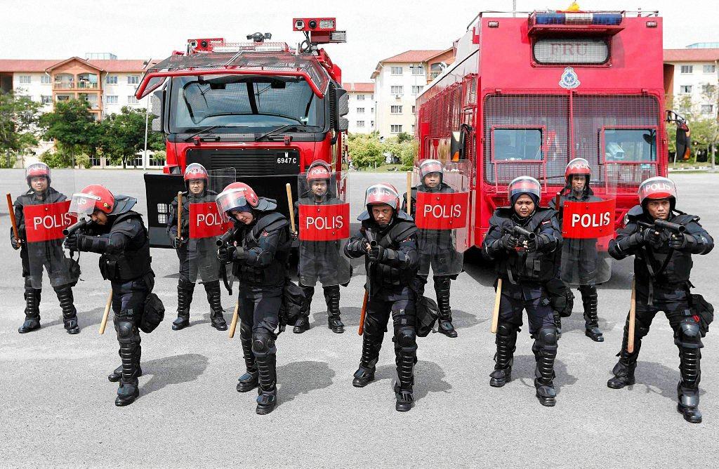 Применение оружия полицией-2