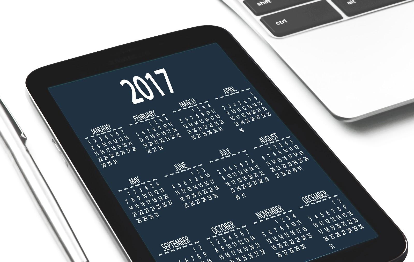 2017 year calendar on tablet screen