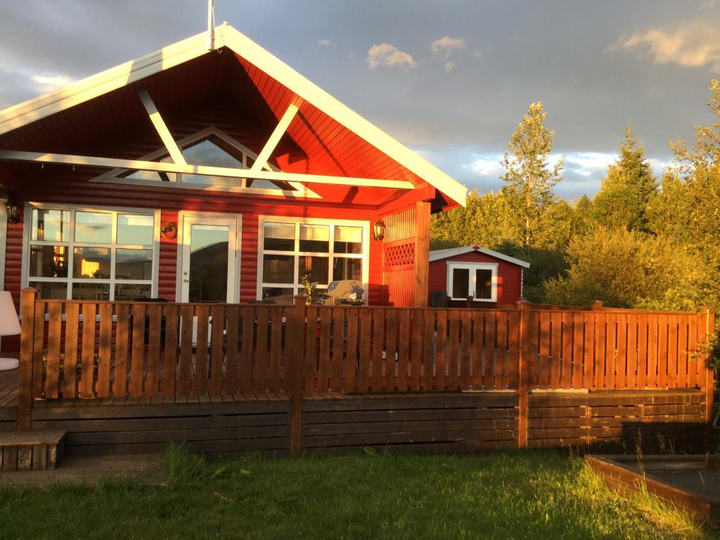 Sun-shining on the Golden Circle Cabin