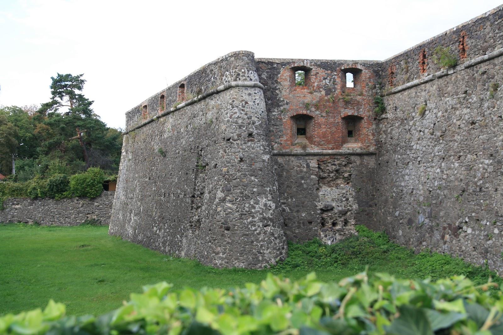 Ужгородський замок та його стіни