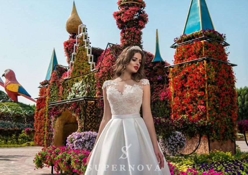 Весільна сукня з мереживним верхом і атласною спідницею від Supernova