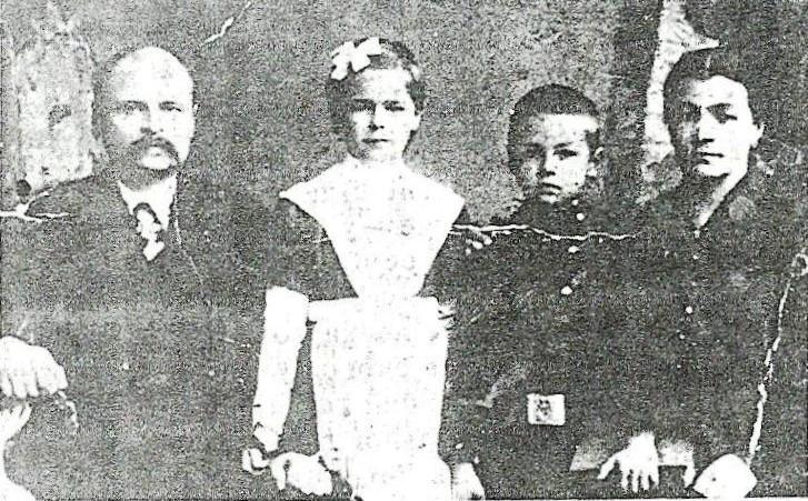 Купець-благодійник Іван Гаращенко зі своєю сім'єю. 1919 рік
