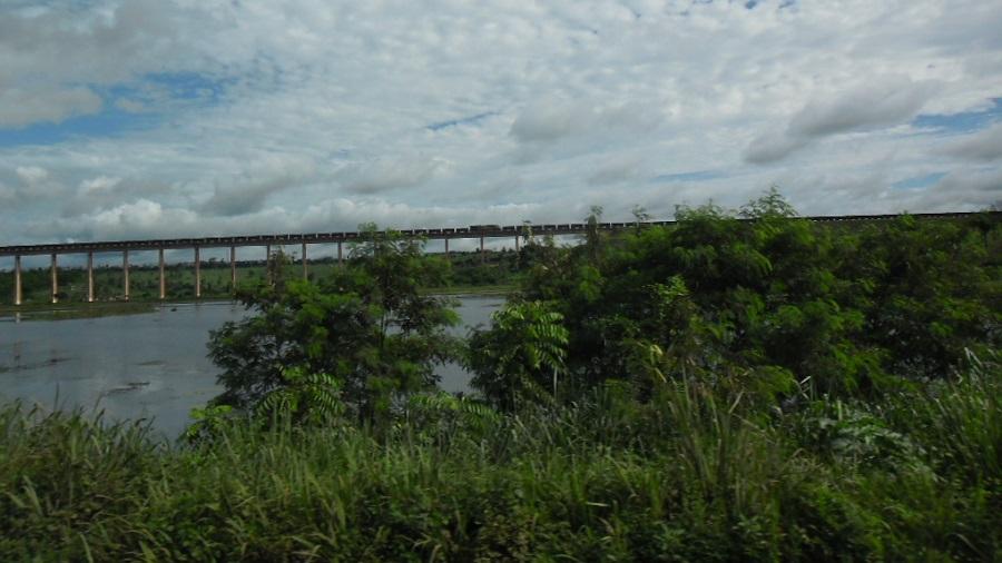 Anualmente, a ferrovia transporta mais de 120 milhões de toneladas de carga. (Roberto de Vasconcelos/CC Search/Reprodução)