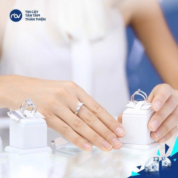 Giá cầm kim cương phụ thuộc nhiều yếu tố