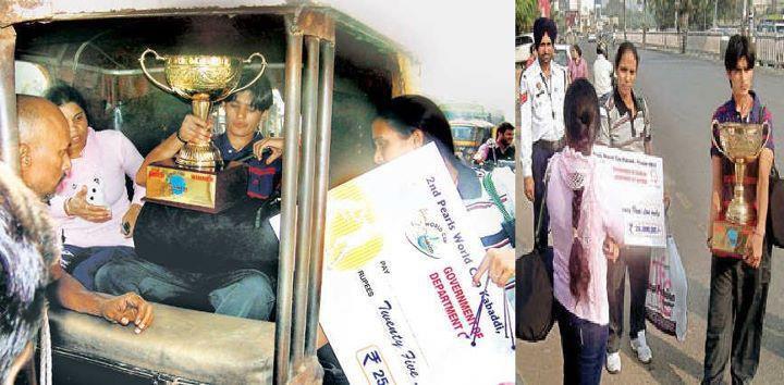 Indian Women's Kabaddi team in autorickshaw
